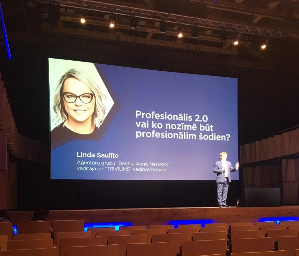 Linda Saulīte konferencē Cilvēkfaktors